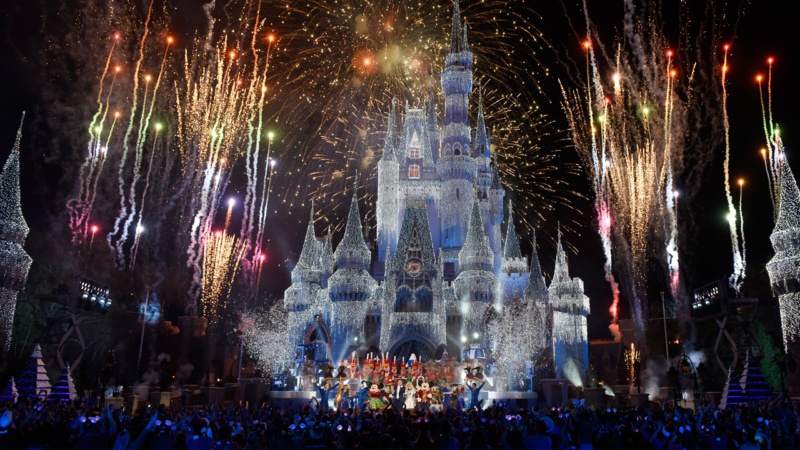 Star-Studded Specials Across ABC, Disney Channel and Freeform Unwrap Holiday Magic At Disney Parks